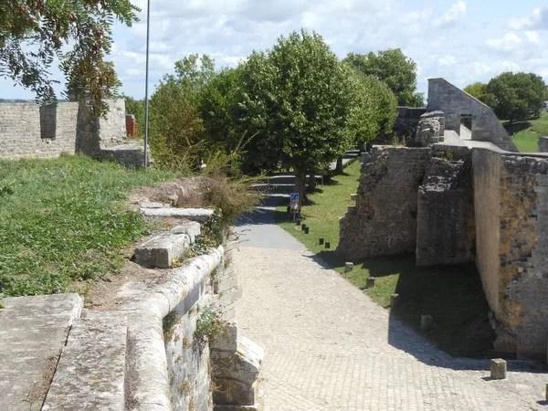 Datant bâtiments brique
