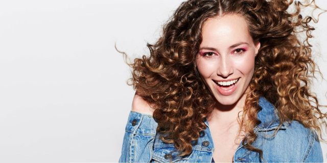 naturally curly hair: how to care for your curls | matrix