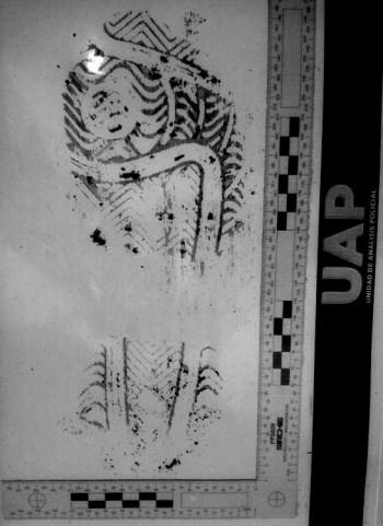 Huella ensangrentada extraida de la zapatilla encontrada en el lugar de los hechos