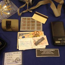 Documentos y billetes falsos