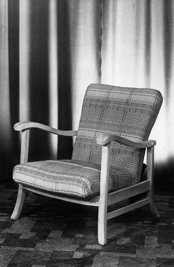 Bendt Winge. Armlenestol. Modell: 202. Produsert ved Møller & Stokke. I produksjon fra 1942. (Stokke Fabrikker)