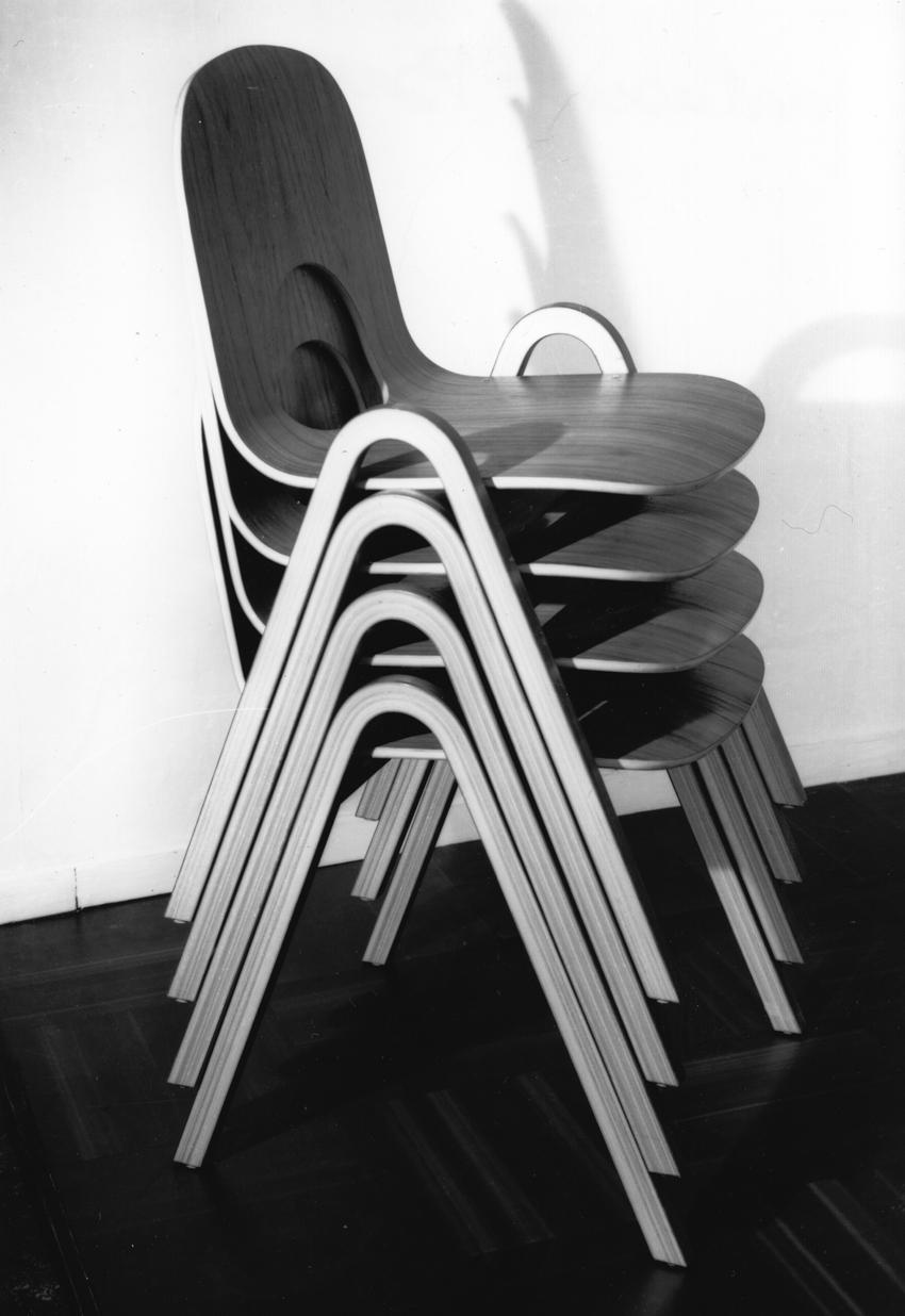 Bjørn Engø. Stablestol. Produsert av Gustav Bahus Eftf. Vist på utstillingen H55 i Helsingborg, Sverige. 1955.