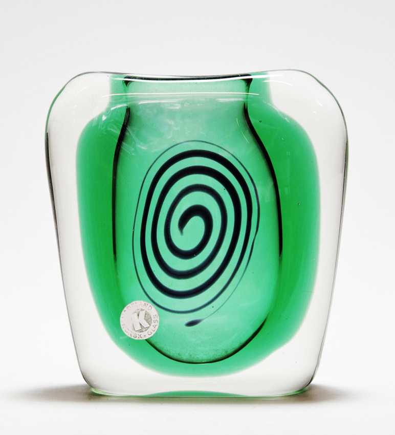 Hermann Bongard. Modell: K-1023. Produsert av Hadeland Glassverk. Tegnet i 1953. For vasen fikk Bongard sølvmedalje ved den 10. Triennale i Milano 1954. (Foto: Mats Linder)