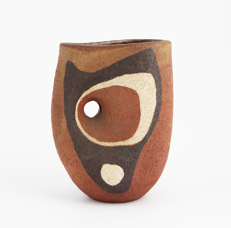 Kåre Berven Fjeldsaa. Vase. Chamottekeramikk. Utført ved eget verksted. Ca. 1955-57. (Foto: Mats Linder)