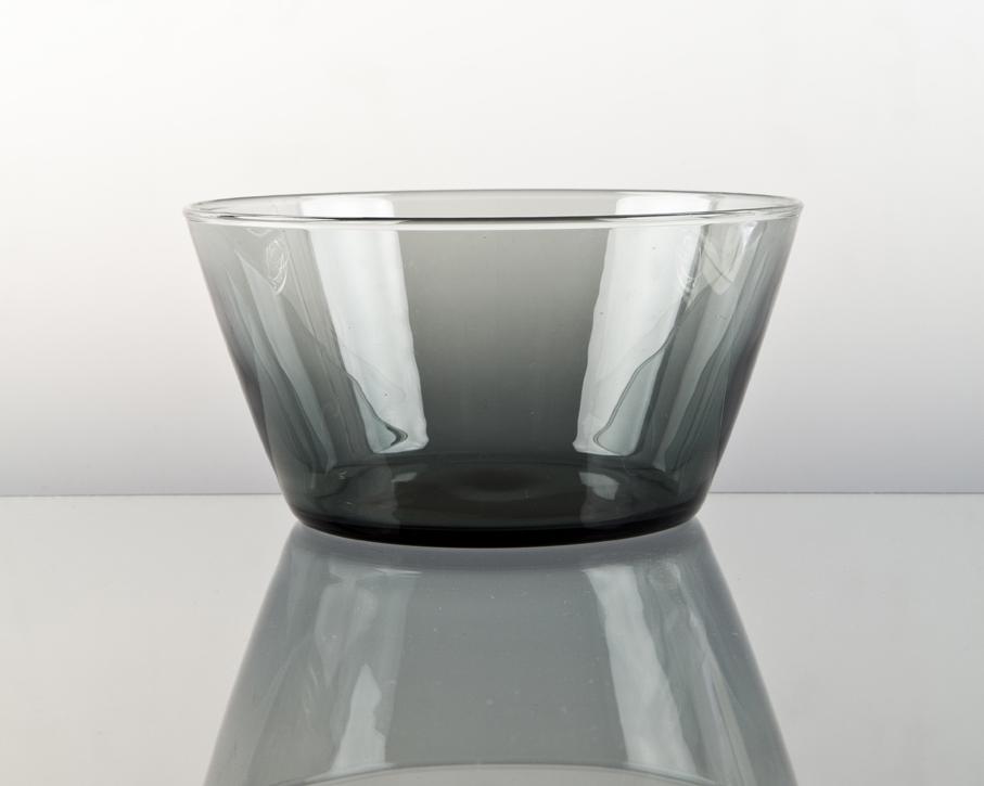 Willy Johansson. Bolle. Modell: Multe. Utført ved Hadeland Glassverk. H. 10. Diam. 20. Kr. 20. (Fasvo Bruktmarked – Fredrikstad)
