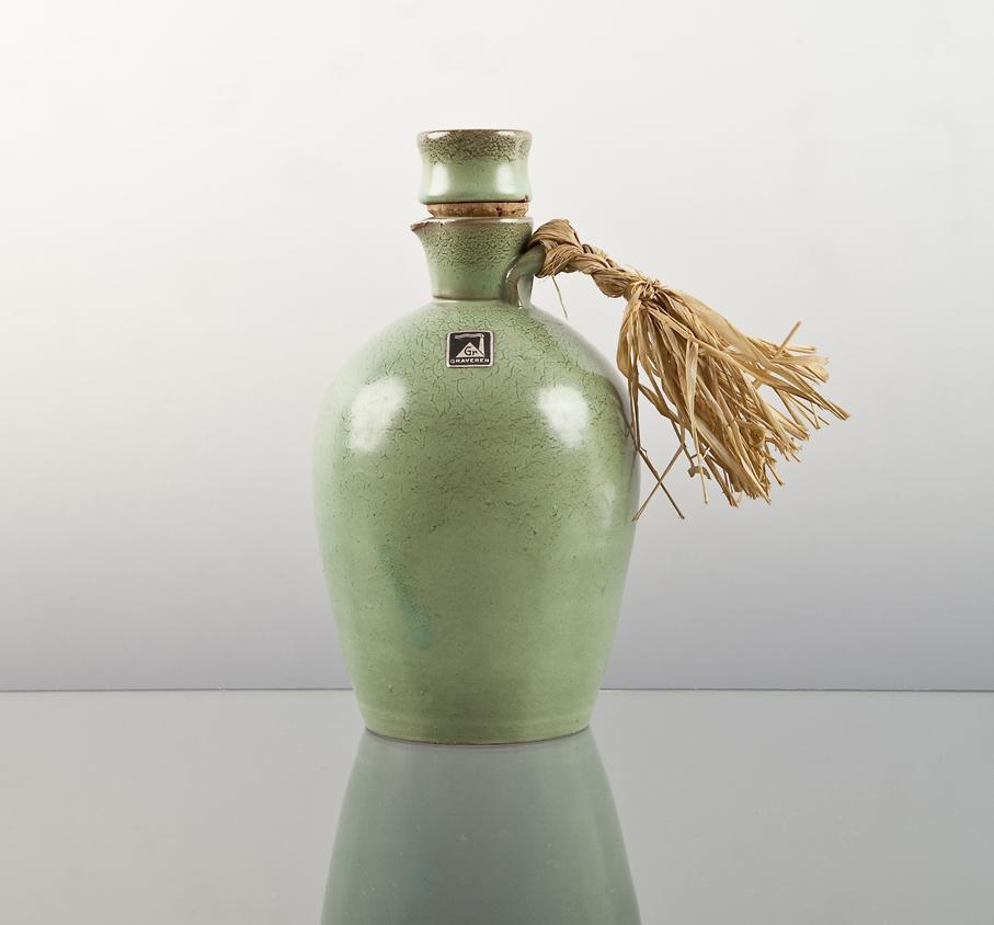 Ragnar Grimsrud. Likørkaraffel. Utført ved Graverens Teglverk. Ca. 1930. H. 16. Kr. 35. (Fretex – Fredrikstad)