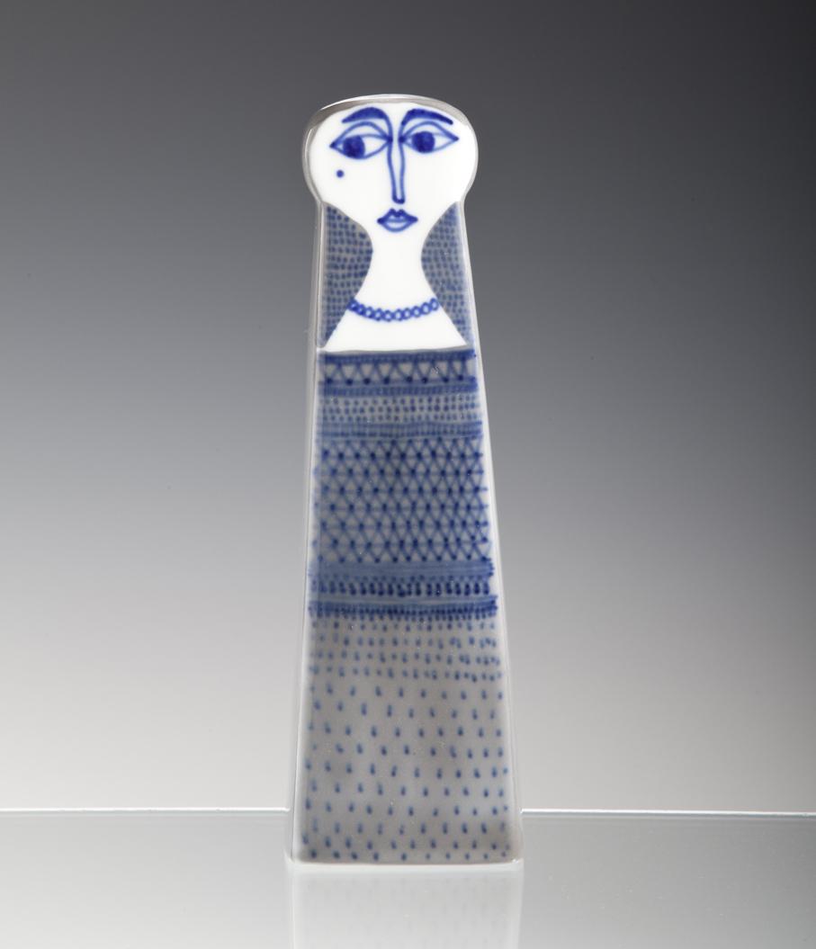 Arne Lindaas. Vase. Håndmalt porselen. Utført ved Porsgrunds Porselænsfabrikk. Datert 1955. (Foto: Mats Linder)
