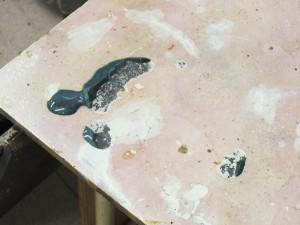 釉薬のついた棚板