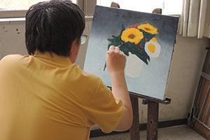 写真からお花を描く生徒さん