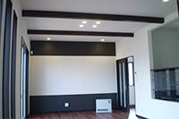 シックな気品を感じる壁と床