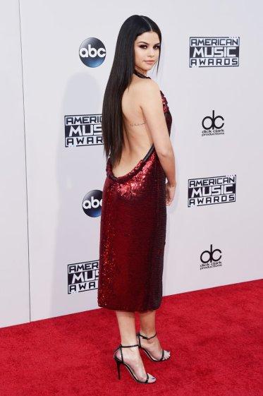 Selena-Gomez-de-Givenchy-para-Maucha-Coelho