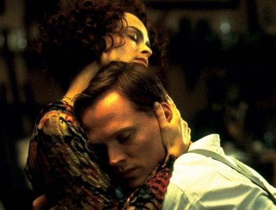"""""""Meu amor, minha perdição"""" (2002) - Olivia Williams faz o papel da irmã de Helena Carter, que tenta lhe arranjar um marido. Contudo, o que ninguém sabe é que Carter já possui um amante, e este, é seu cunhado."""