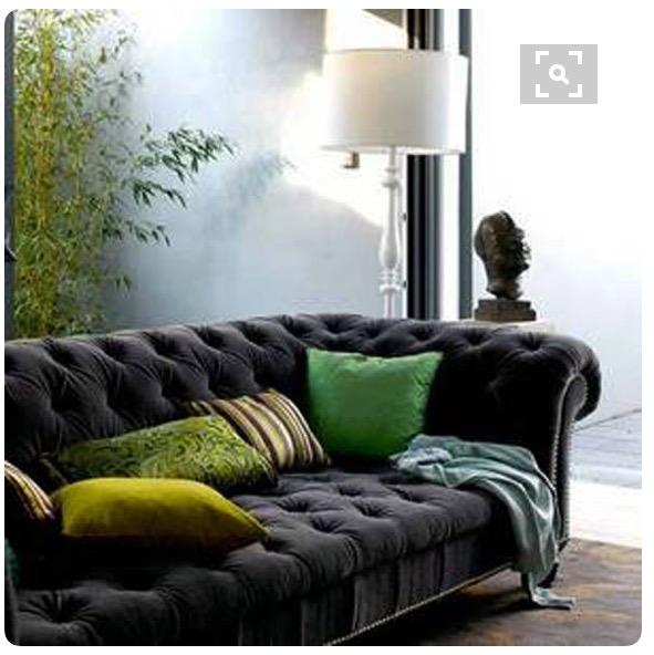 3-sofa-cinza-escuro-com-almofadas-verdes-dicas-val-fernandes-para-o-site-Maucha-Coelho