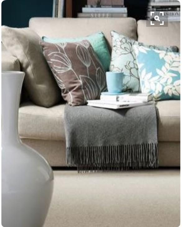 7-sofa-com-almofadas-xícara-azul-dicas-val-fernandes-para-o-site-Maucha-Coelho