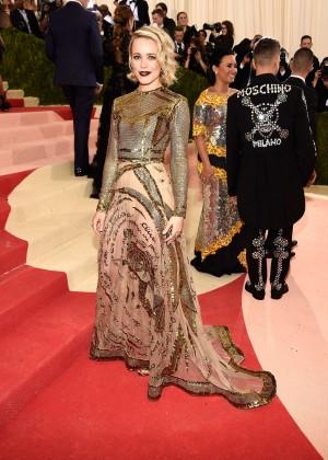 Rachel McAdams veste Valentino Haute Couture