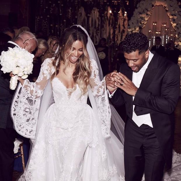 Ciara usa vestido de noiva desenhado pelo estilista Peter Dundas, diretor criativo da grife Roberto Cavalli