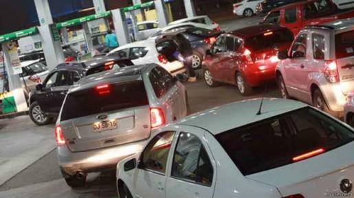 Mala broma de whatsapp causó largas colar en gasolineras a los largo del país