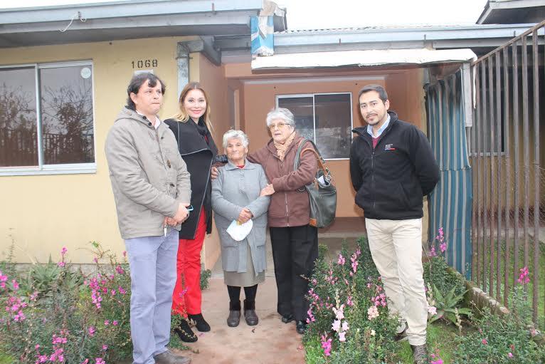Adulta Mayor recibe su casa propia en sector Nuevo Amanecer Linares a través del Programa Viviendas Tuteladas