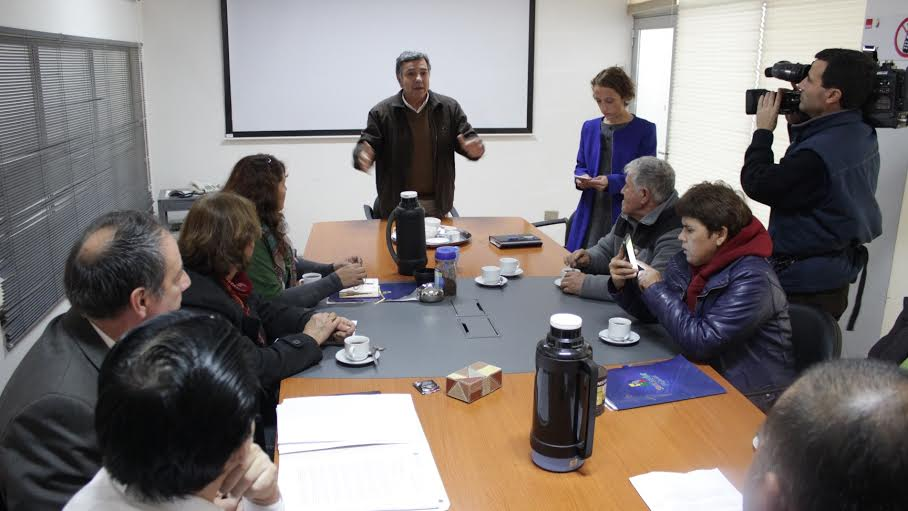 Alcalde Fernández se reúne con vecinos de los sectores afectados por posible maternidad de cerdos de Coexca