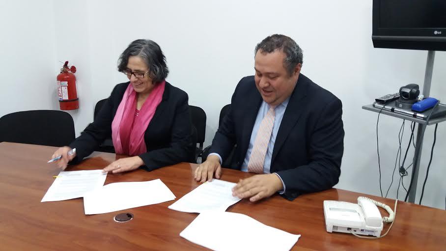 Sernam e INE firman convenio para conocer comportamiento de la mujer en el campo laboral en la región