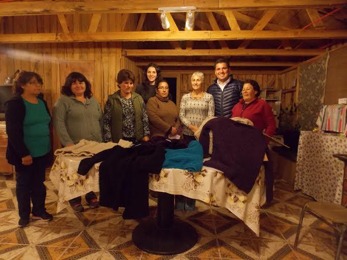 Buscan rescatar tradición del tejido artesanal en Sauzal