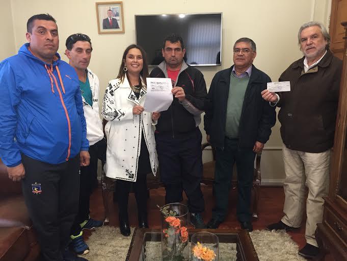 En Linares hacen entrega del primer bono para recolectores de residuos domiciliarios