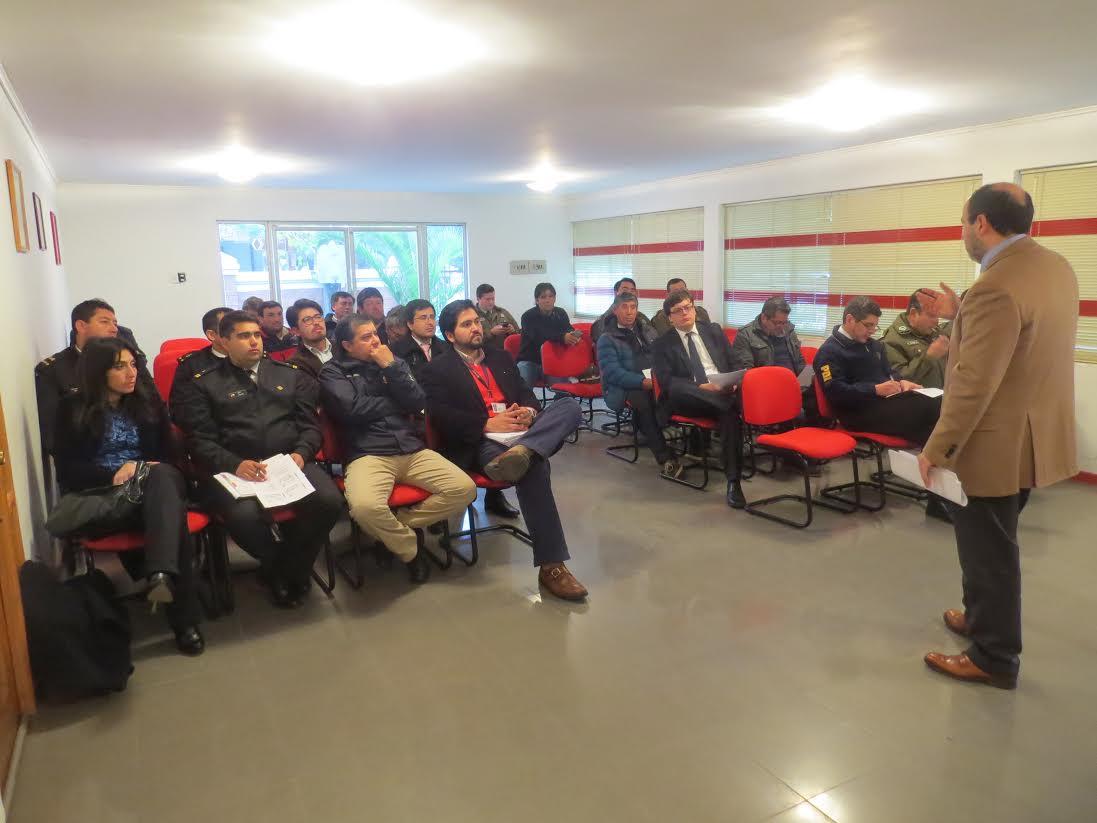 Gobernadora y Fiscal de Licantén se reúnen con sindicatos de pescadores para zanjar problemas de área de manejo y extracción de moluscos