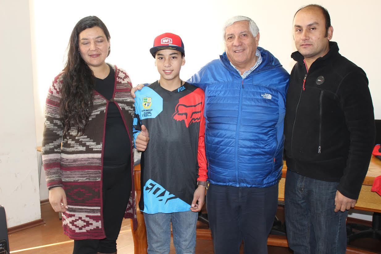 Joven promesa del motocross es respaldado por el municipio cauquenino