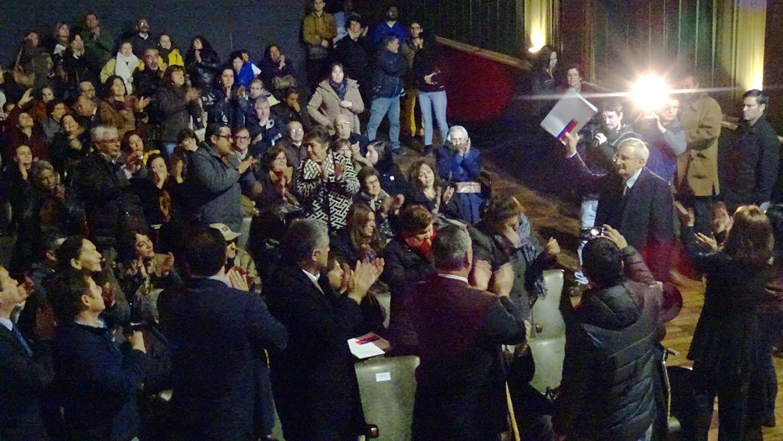 Entregan escrituras a familias del condominio Manuel Larraín de Talca en una ceremonia llena de emotividad
