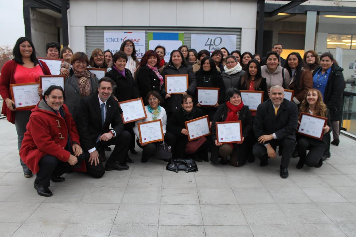 Director Nacional del Sence certifica a 50 emprendedoras en Talca