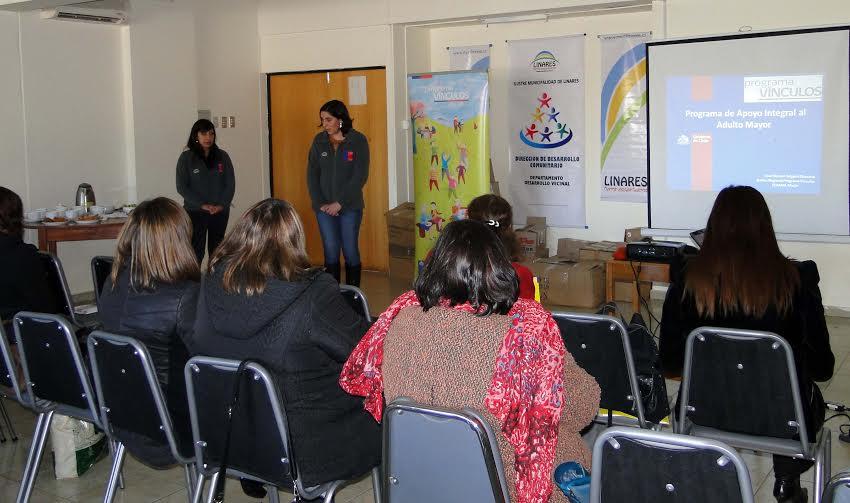 Funcionarios municipales se capacitan en implementación de Programa Vínculos