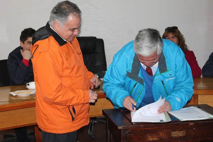 Municipalidad de Cauquenes firmó convenio con CORMA para el combate de incendios