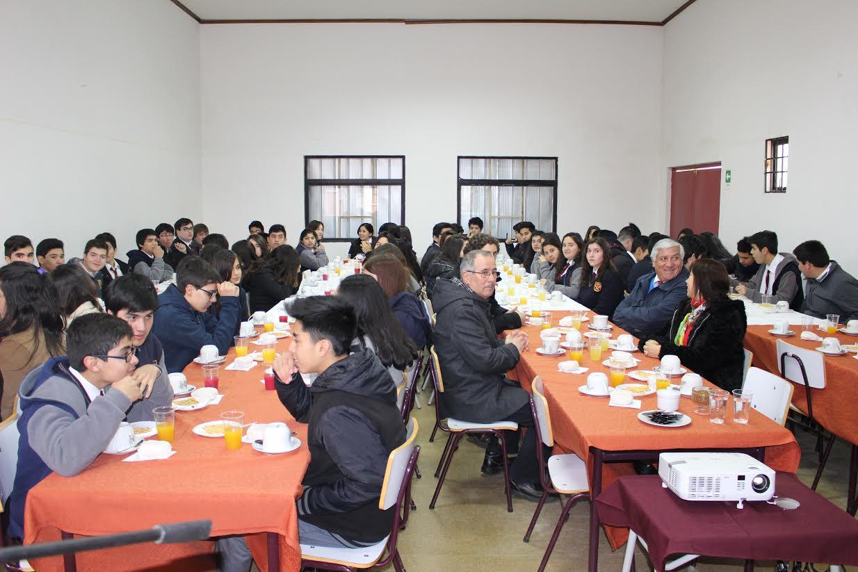 Autoridades de Cauquenes se reúnen con alumnos del Liceo Bicentenario por excelentes resultados simce a nivel regional