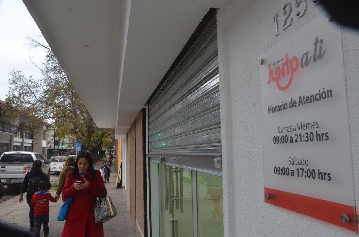"""Farmacia """"Junto a Ti"""" abre sus puertas para continuar proceso de inscripción"""
