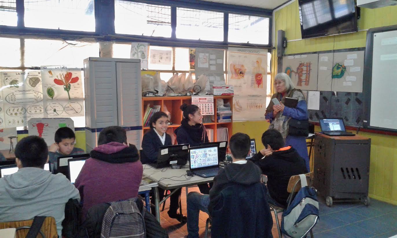 Donan laboratorio de ciencias a Escuela Carlos Trupp de Talca