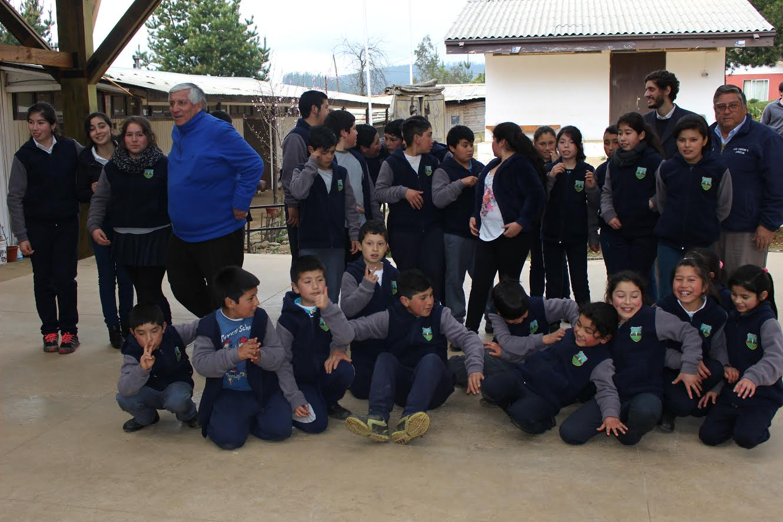 Municipalidad de Cauquenes entregó obsequios e implementación a colegios rurales