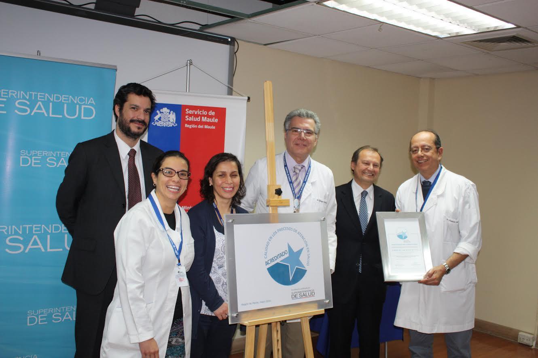 Superintendencia de Salud entrega certificado y placa de acreditación al Hospital de Curicó
