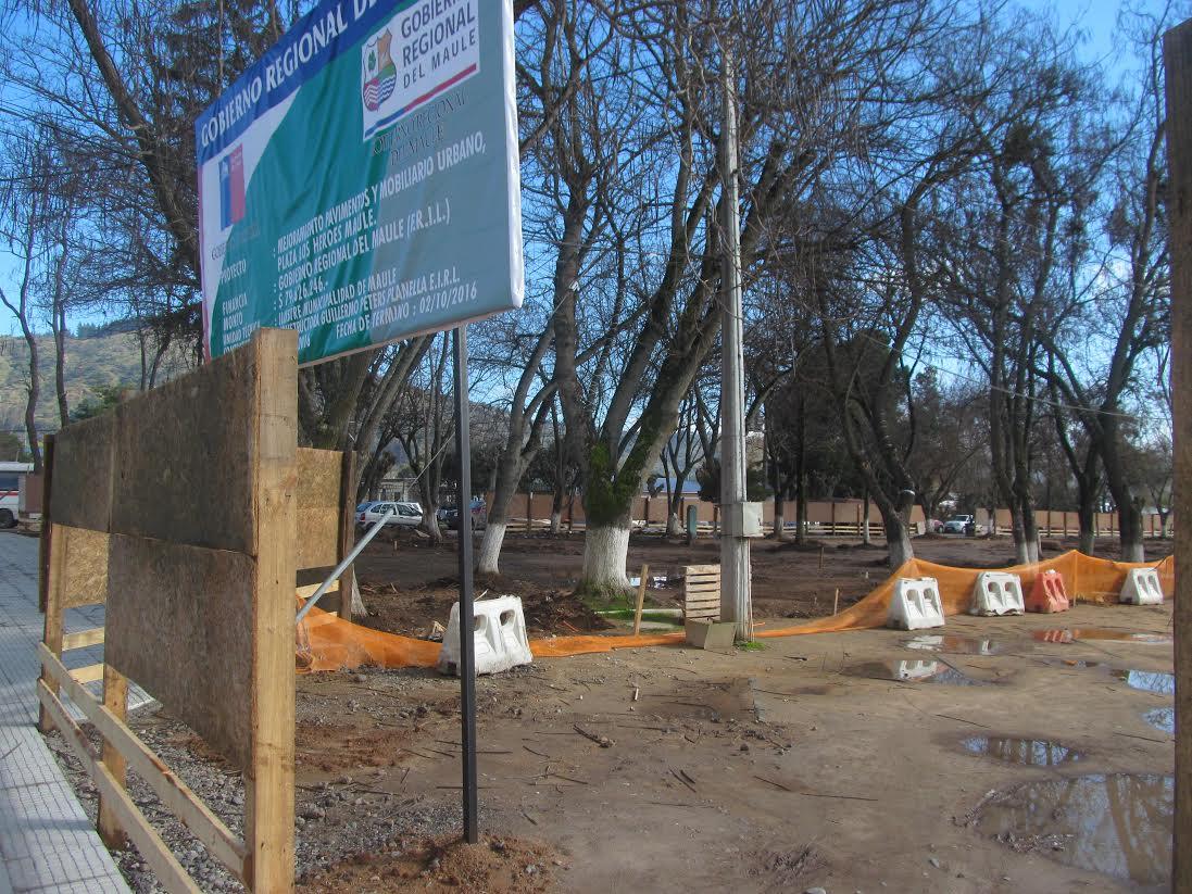 Comenzó remodelación de la plaza los Héroes de Maule