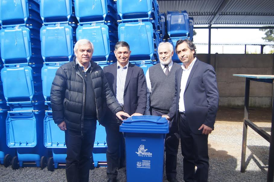 Consejeros Regionales supervisan entrega de contenedores en Municipalidad de Maule