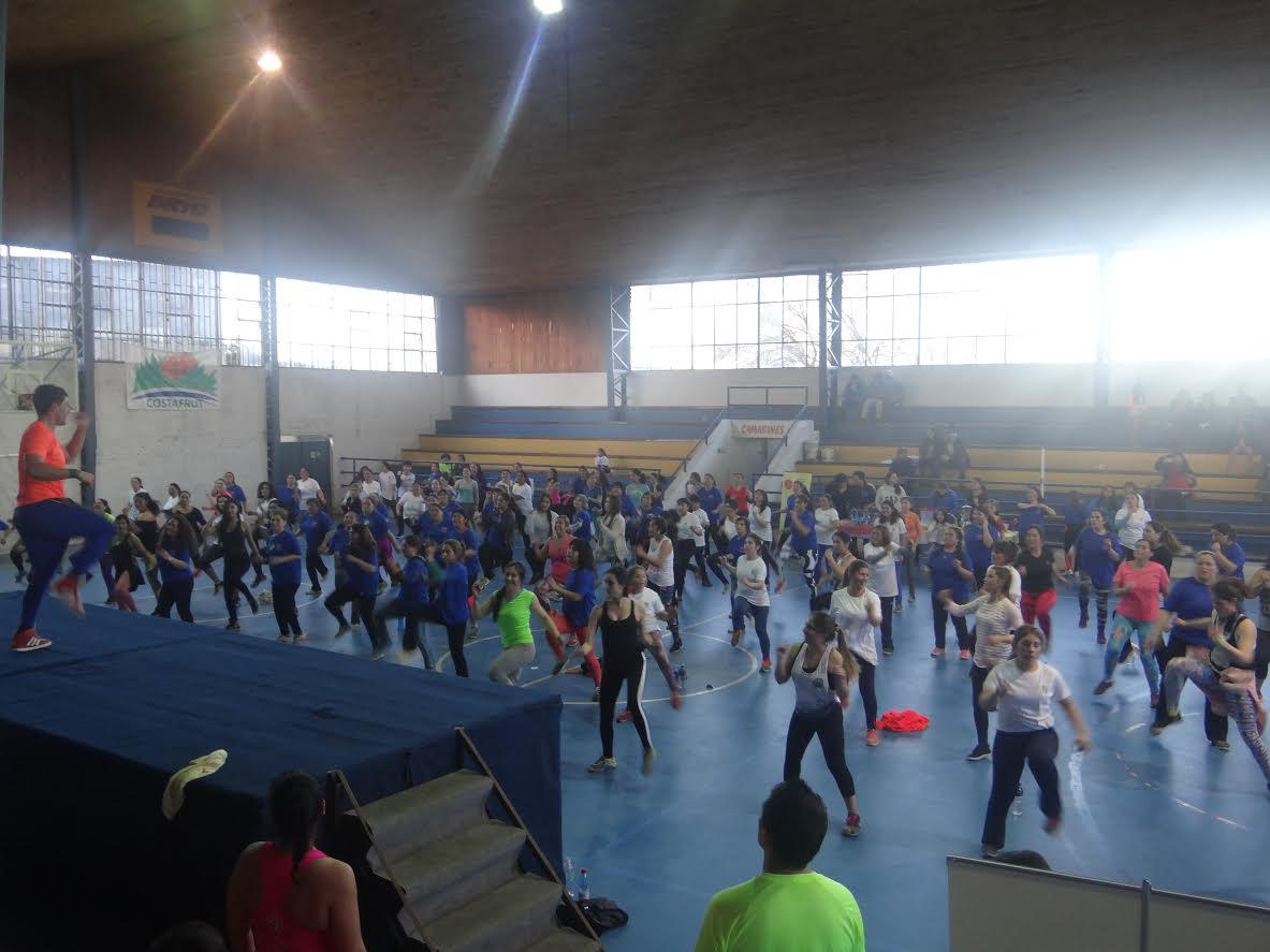 Más de 120 personas participaron en nueva Zumbatón de Cauquenes
