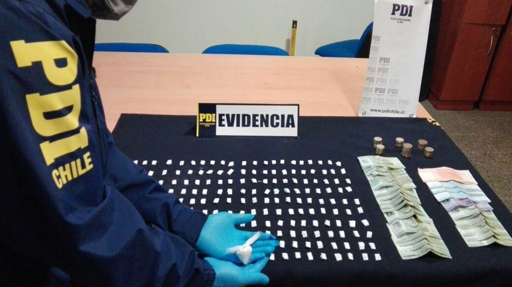 PDI Curicó incauta 220 dosis de cocaína base