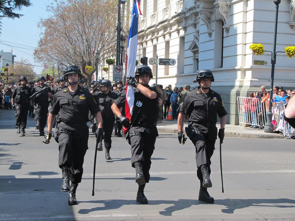 Gendarmería desfila en Talca tras dos años de ausencia