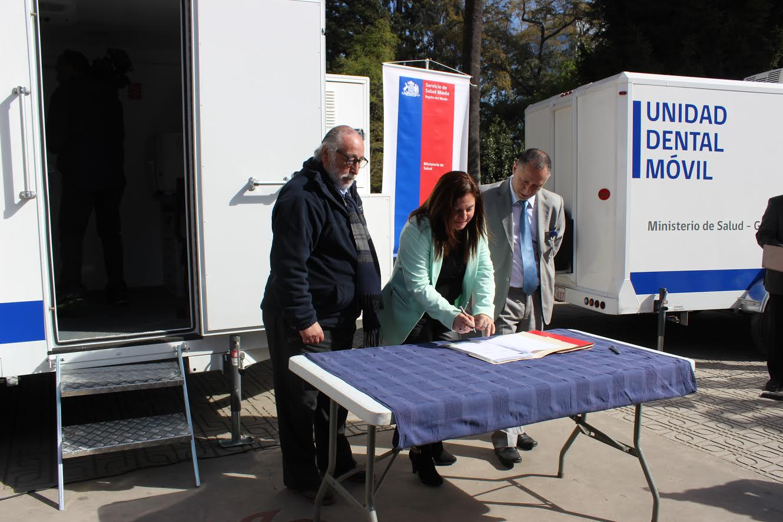 Servicio de Salud Maule entregó 4 carros dentales móviles