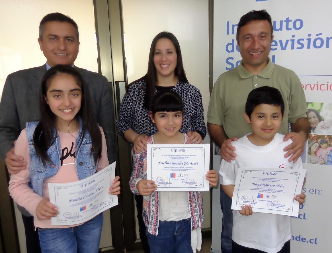 IPS Maule entregó reconocimiento a alumnos destacados