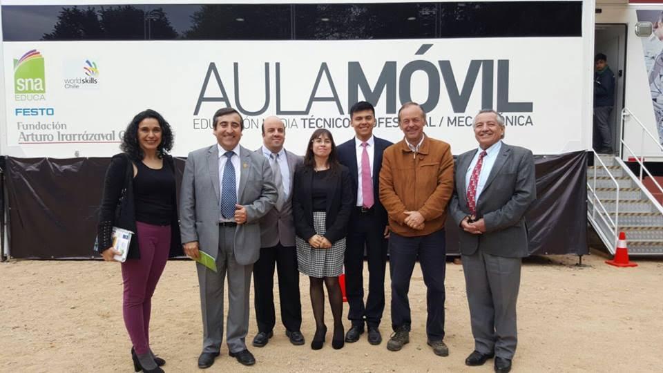 """Escuela Agrícola de Yerbas Buenas inauguró """"Aula Móvil Tecnológica"""""""