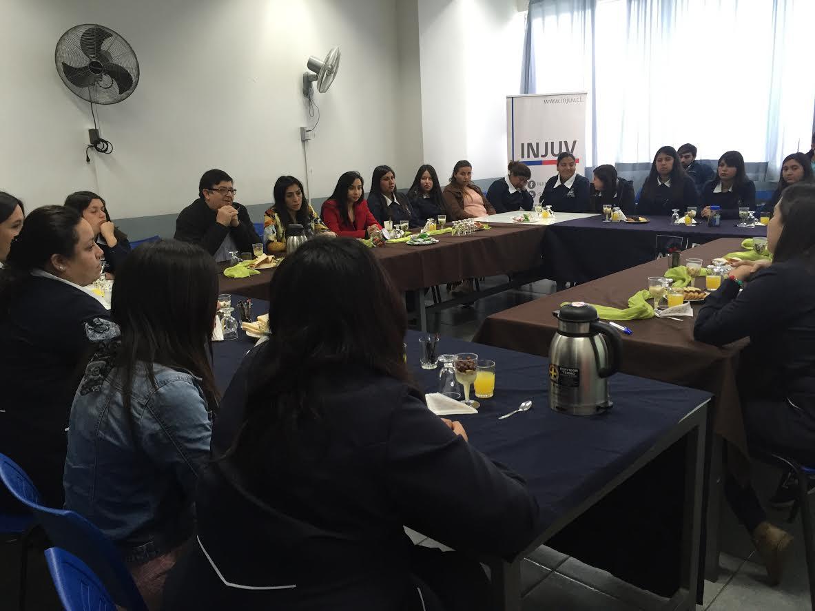 INJUV conversa sobre violencia de género y sexualidad con jóvenes del Maule