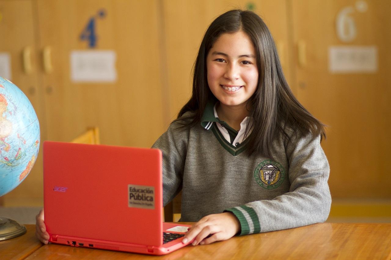 Se extiende plazo para que estudiantes de sexto básico pueden elegir su computador portátil