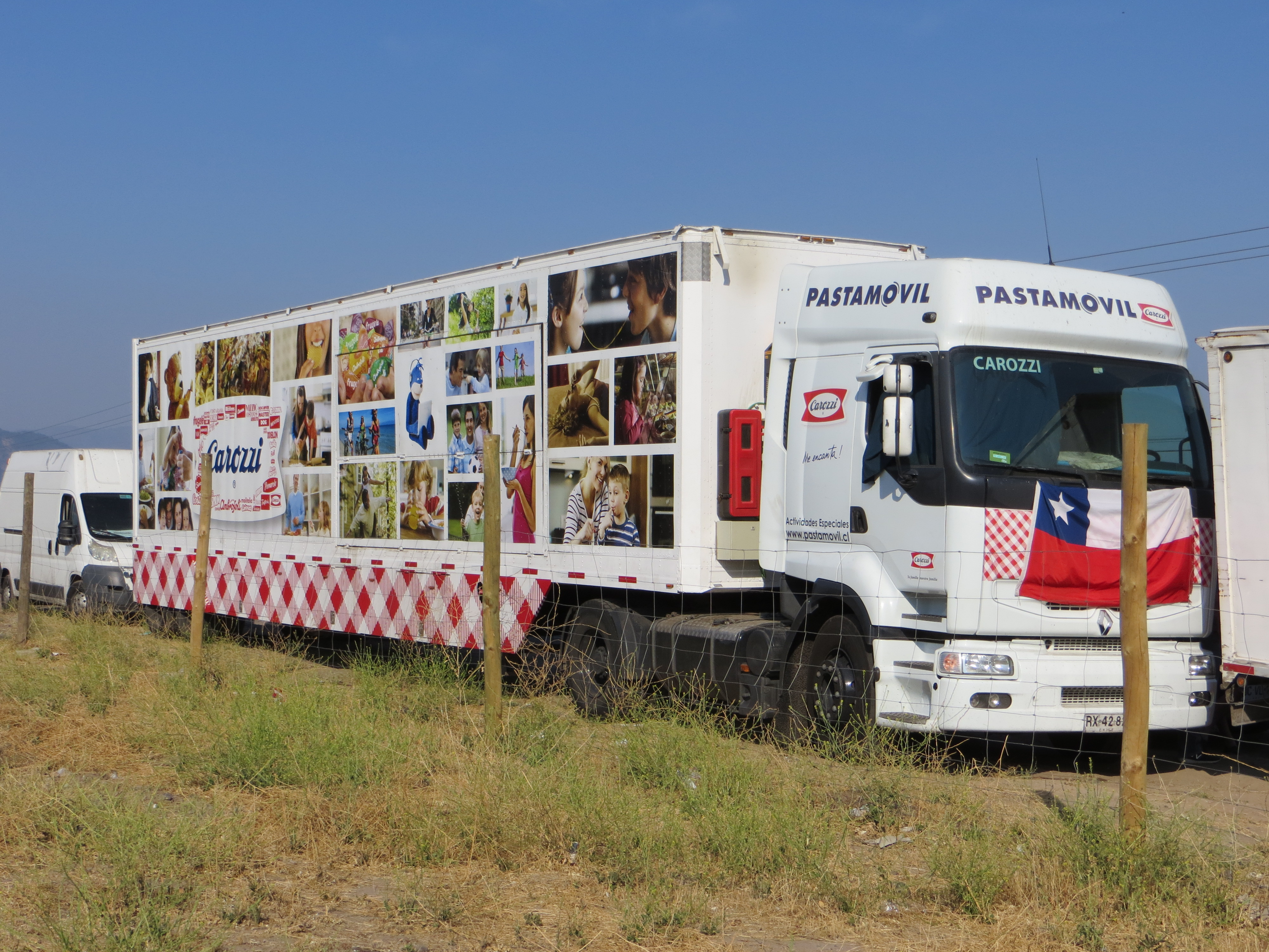 Pasta Móvil de Carozzi se instala en Santa Olgapara continuar con ayuda a afectados por incendios
