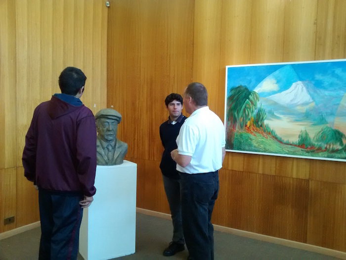 Esculturas de Neruda y Arrau en exposición del Centro de Extensión Curicó