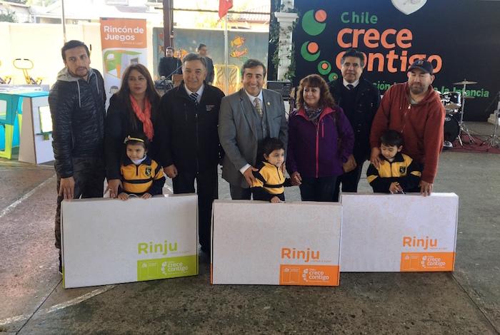 Gobierno inicia entrega del Rincón de Juegos a mil 300 niños de pre kínder en la provincia de Linares